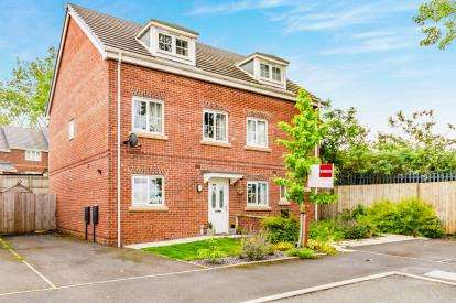 3 Bedrooms Semi Detached House for sale in Holwick Close, Oldham, Greater Manchester