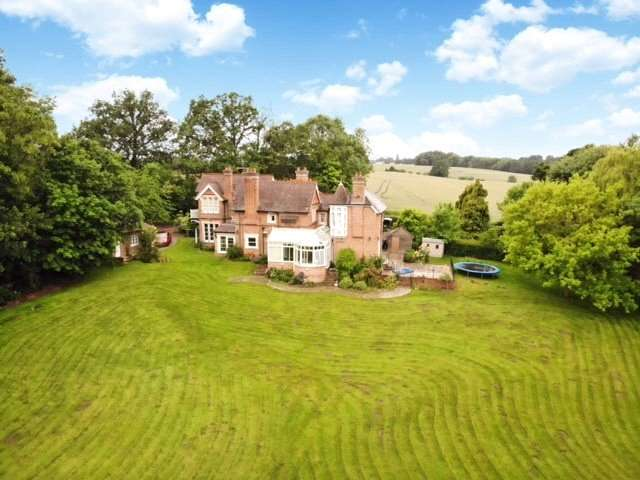 5 Bedrooms Property for sale in Lockram Lane, Wokefield, Reading, Berkshire