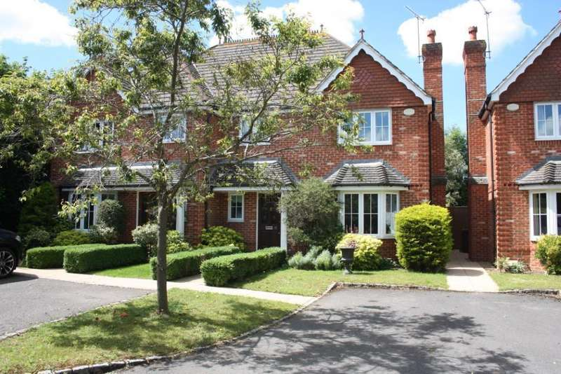 3 Bedrooms Semi Detached House for sale in Caribou Close, Woodley, Reading, RG5