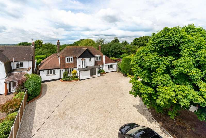 5 Bedrooms Detached House for sale in Galleywood Road, Chelmsford