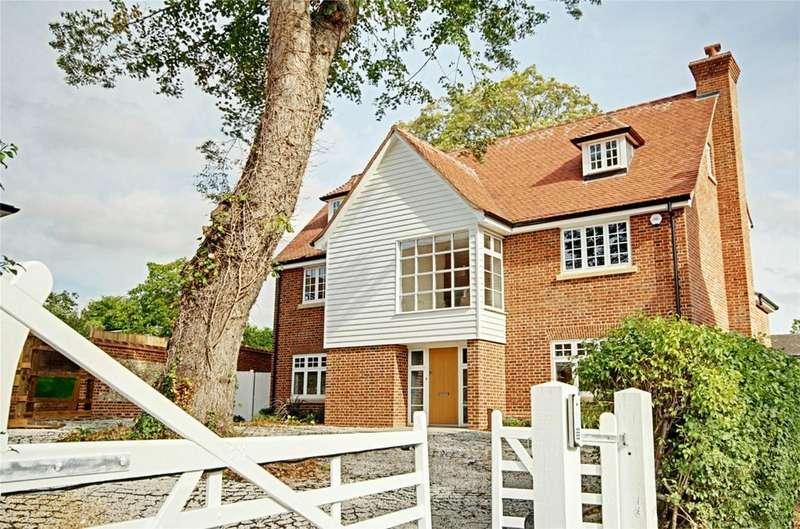 5 Bedrooms Detached House for sale in Wallen Park, Springhall Road, Sawbridgeworth, Hertfordshire