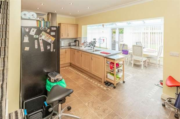 3 Bedrooms Semi Detached Bungalow for sale in The Rise, Darlington, Durham