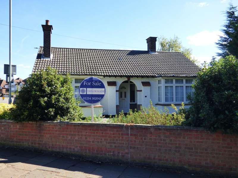 4 Bedrooms Detached Bungalow for sale in Kimbolton Road, Bedford MK41