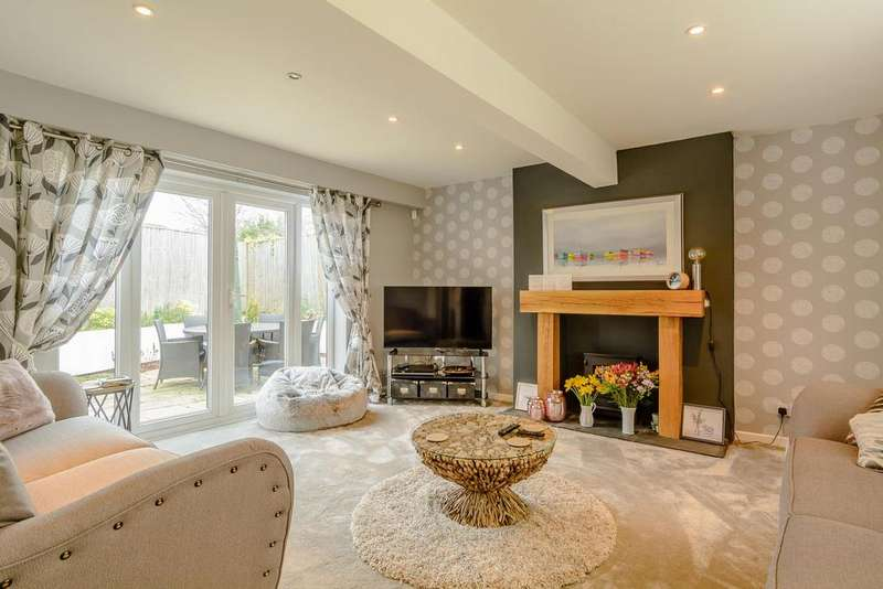 4 Bedrooms Semi Detached House for sale in The Green, Cirencester