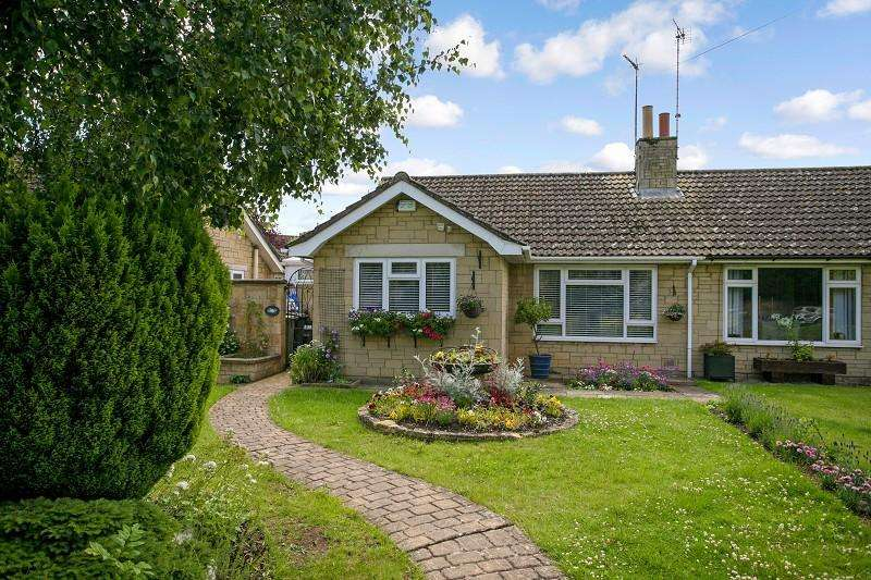 2 Bedrooms Semi Detached Bungalow for sale in Swan Close, Moreton-in-Marsh, Gloucestershire. GL56 0BE