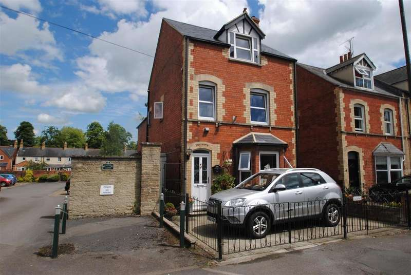 2 Bedrooms Semi Detached House for sale in Victoria Road, Cirencester