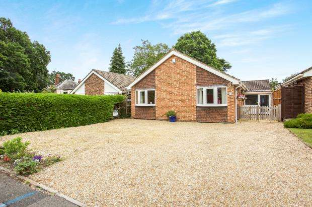 3 Bedrooms Bungalow for sale in Bagshot, Surrey, United Kingdom