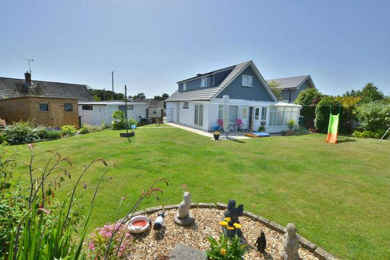3 Bedrooms Detached Bungalow for sale in Upton Close, Upton, Poole, BH16 5HG