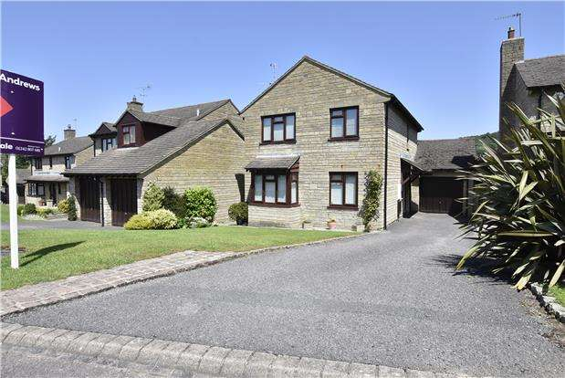 4 Bedrooms Detached House for sale in Celandine Bank, Woodmancote, GL52