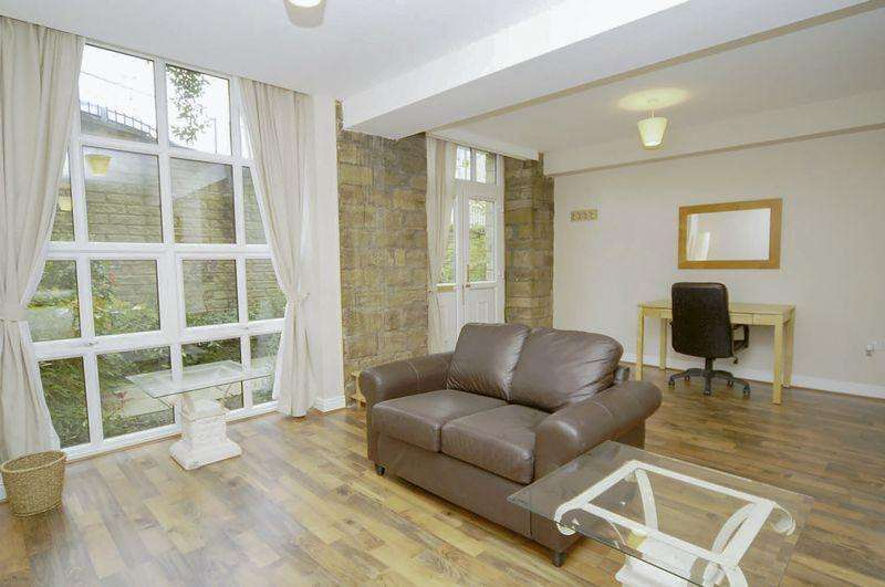 2 Bedrooms Apartment Flat for sale in 1 Excelsior Mill, Ripponden, HX6 4FD