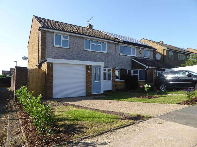 3 Bedrooms Semi Detached House for sale in Chichester Close, South Dunstable