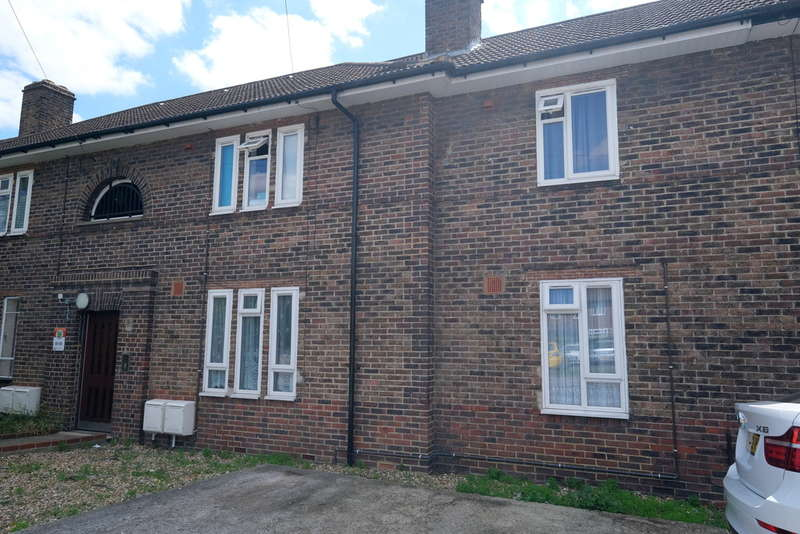 2 Bedrooms Flat for sale in Swallands Road, Catford