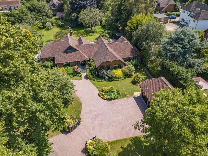 3 Bedrooms Detached Bungalow for sale in River Gardens, Bray