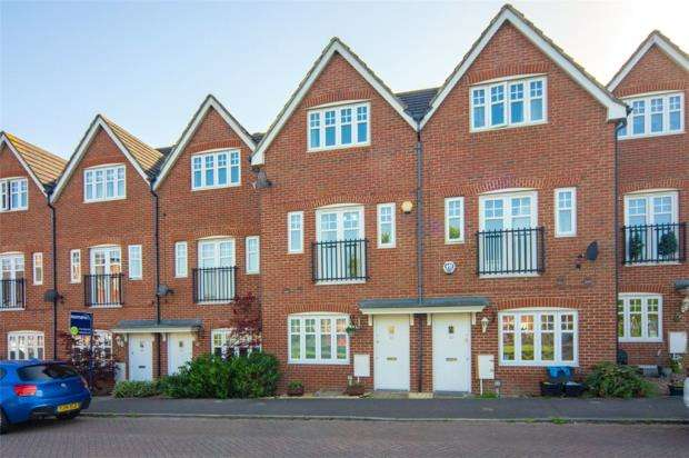 4 Bedrooms Terraced House for sale in Skylark Way, Shinfield, Reading