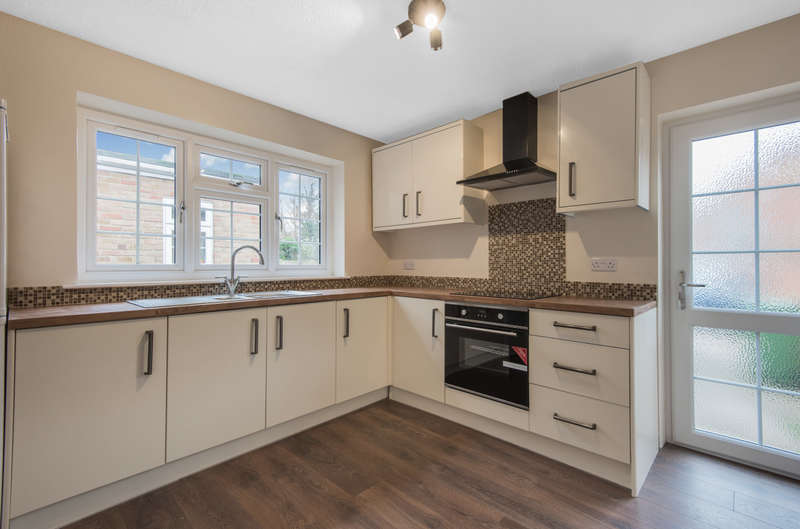 3 Bedrooms End Of Terrace House for sale in Milestone Cottages, High Street, Colnbrook, SL3