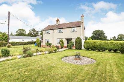 3 Bedrooms Detached House for sale in Llandyrnog, Denbigh, Denbighshire, North Wales, LL16