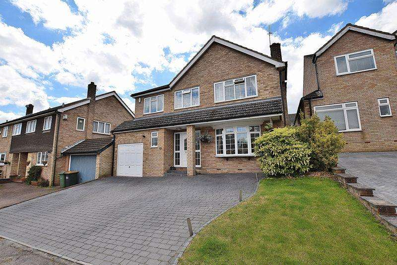4 Bedrooms Detached House for sale in Absolutely IMMACULATE EXTENDED family home in a QUIET CUL-DE-SAC!