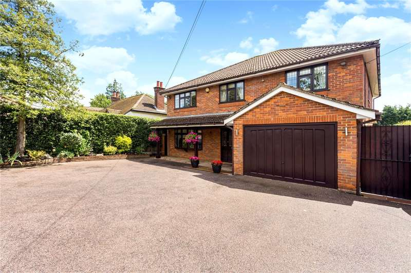 4 Bedrooms Detached House for sale in Chesham Road, Bovingdon, Hertfordshire, HP3