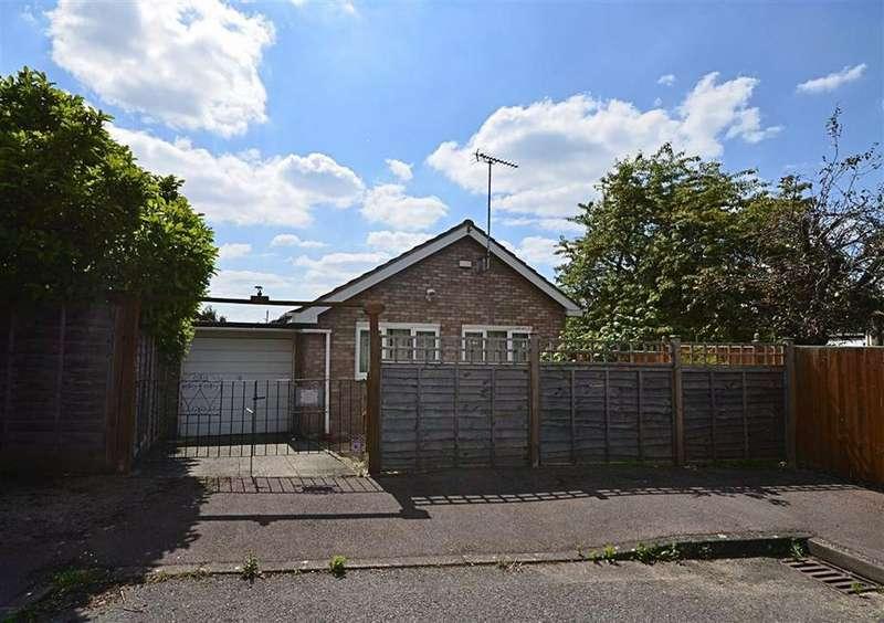 3 Bedrooms Bungalow for sale in Sandown Lawn, Churchdown