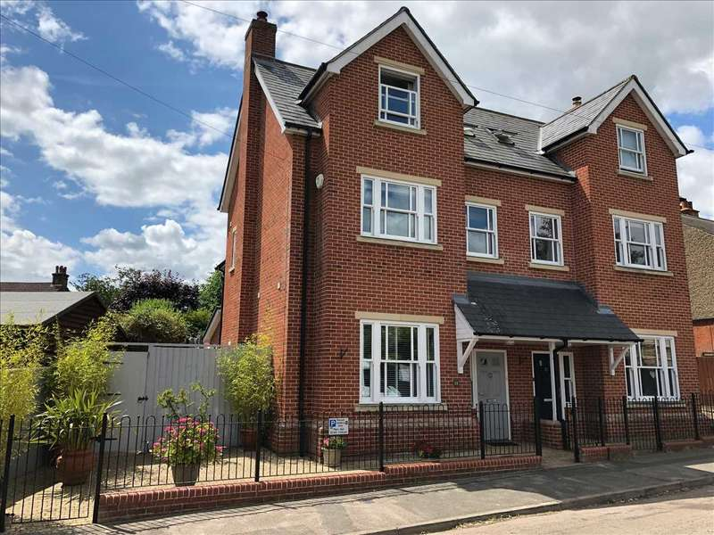4 Bedrooms Semi Detached House for sale in Ireton Road, Colchester