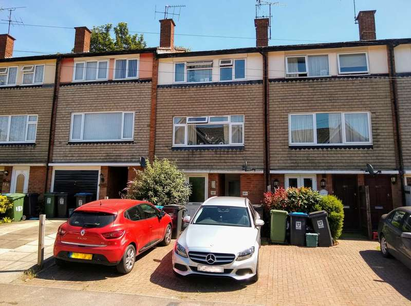 1 Bedroom Apartment Flat for sale in SHARE OF FREEHOLD with PARKING - GROUND FLOOR, HP3