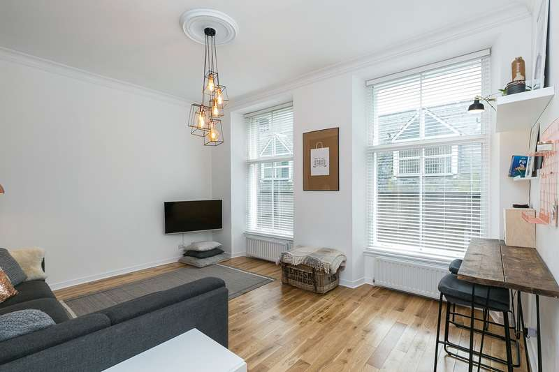 2 Bedrooms Flat for sale in Schoolhill, Aberdeen, AB10