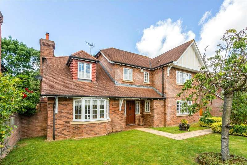 5 Bedrooms Detached House for sale in Wood Mews, Over, Gloucester, Gloucestershire, GL2