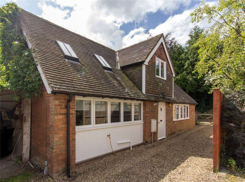 3 Bedrooms Detached House for sale in Station Road, Hurst Green