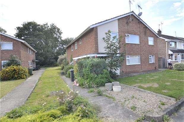 2 Bedrooms Maisonette Flat for sale in Porchester Road, Hucclecote, GLOUCESTER, GL3 3EE