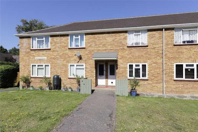 2 Bedrooms Maisonette Flat for sale in Richmond House, College Road, College Town, Sandhurst, GU47