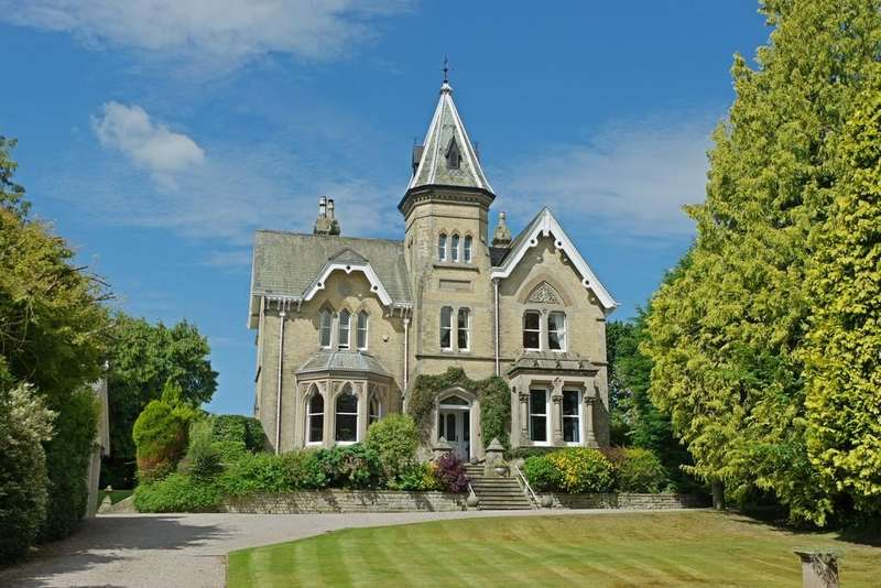 5 Bedrooms Detached House for sale in Eden Mount, The Green, Wetheral