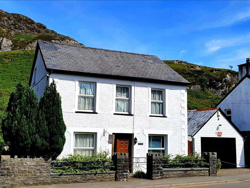 4 Bedrooms Property for sale in Manod Road, Blaenau Ffestiniog, Gwynedd, LL41 4AF