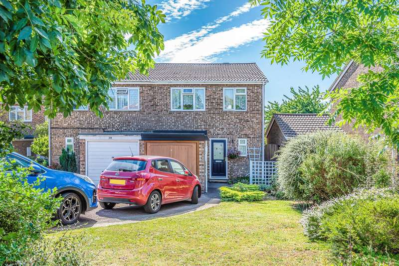 3 Bedrooms Semi Detached House for sale in Osprey Road, Flitwick, MK45