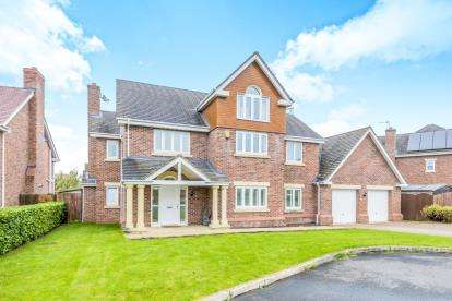5 Bedrooms Detached House for sale in Hampstead Drive, Weston, Crewe, Cheshire