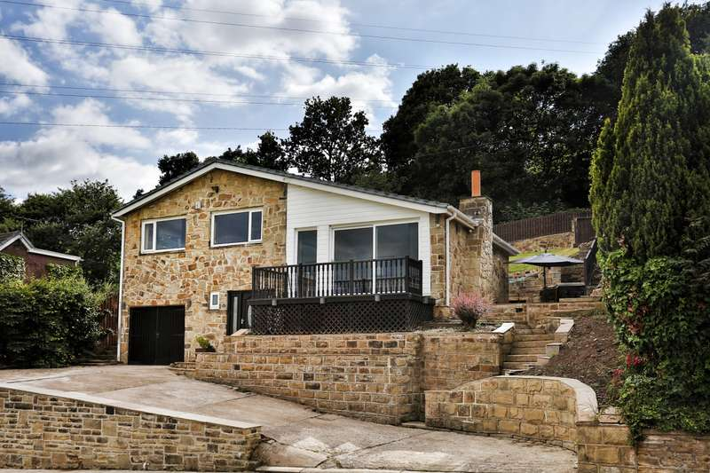 3 Bedrooms Detached House for sale in Smithy Brook Lane, Dewsbury, West Yorkshire, WF12