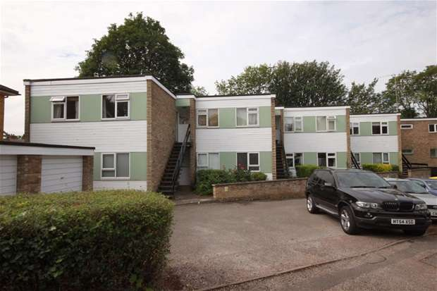 2 Bedrooms Flat for sale in Hollybush Lane, Harpenden