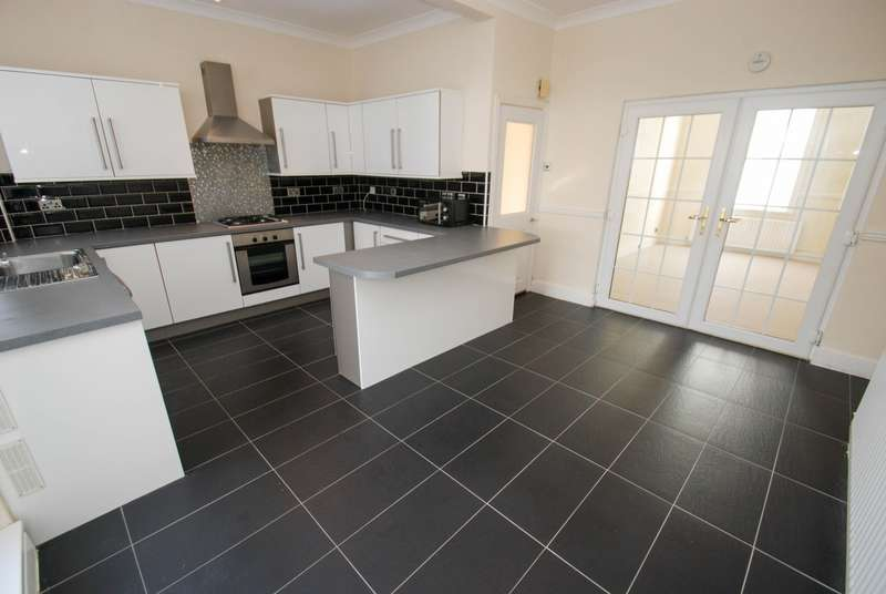 3 Bedrooms Terraced House for sale in Collingwood Street, South Shields