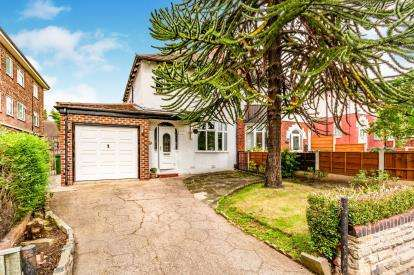 3 Bedrooms Semi Detached House for sale in Brinnington Road, Stockport, Greater Manchester