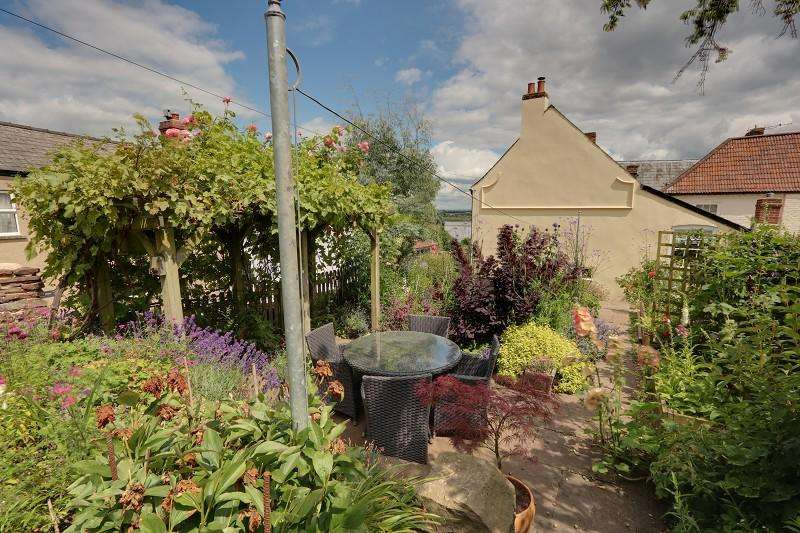 3 Bedrooms Cottage House for sale in Severn Street, Newnham, Gloucestershire. GL14 1BA
