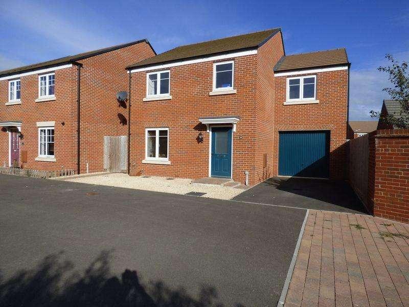 4 Bedrooms Detached House for sale in Gauntlet Road, Coopers Edge, Gloucester