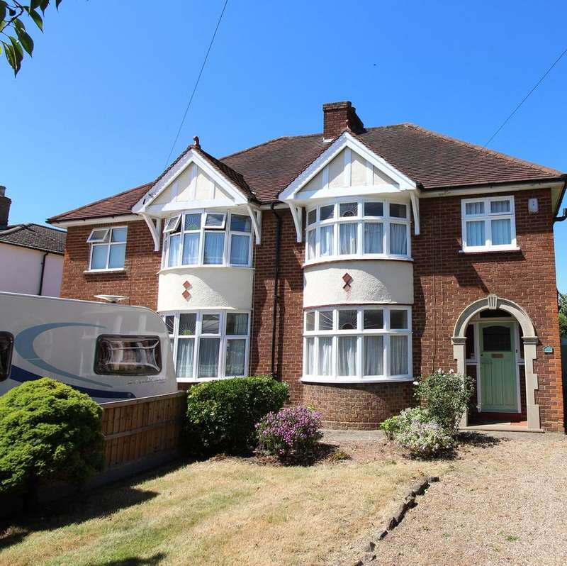 3 Bedrooms Semi Detached House for sale in Clifton Road, Shefford, SG17