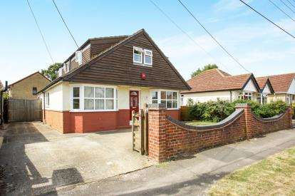 4 Bedrooms Bungalow for sale in Sholing, Southampton, Hampshire