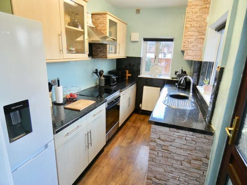 2 Bedrooms Terraced House for sale in Carlton Street, Normanton, West Yorkshire, WF6