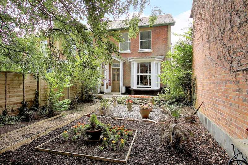 3 Bedrooms End Of Terrace House for sale in Riverside, Whitchurch