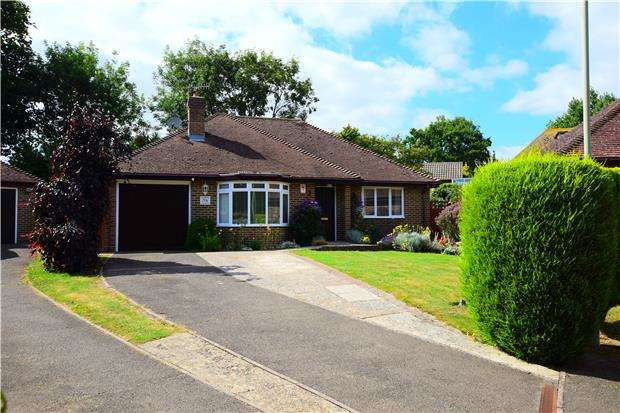 2 Bedrooms Detached Bungalow for sale in Gatelands Drive, BEXHILL-ON-SEA, East Sussex, TN39 4DP