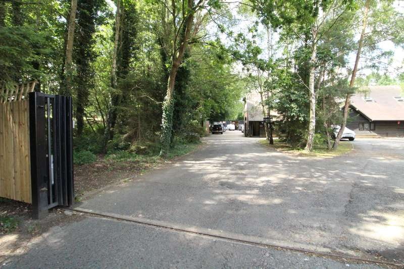 1 Bedroom Commercial Property for sale in The Courtyard, Redlake Lane