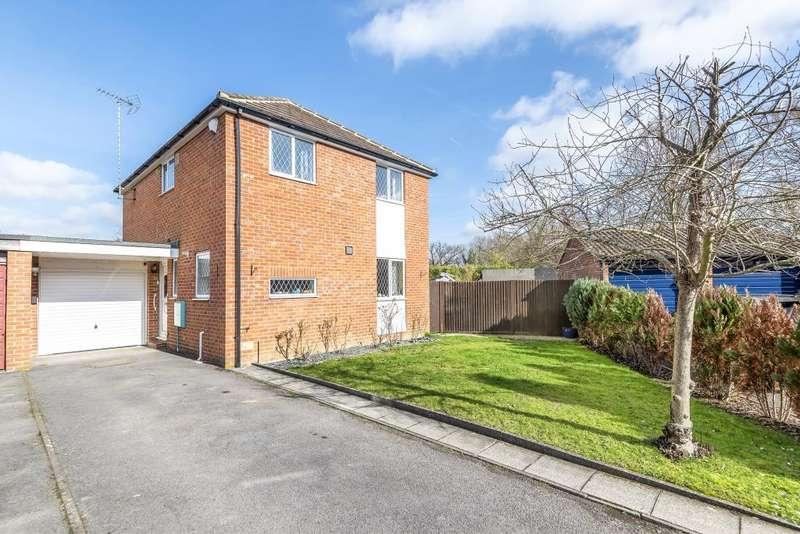 4 Bedrooms Detached House for sale in Bridges Close, Wokingham, RG41