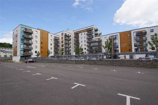 2 Bedrooms Flat for sale in Newfoundland Way, Portishead, Bristol