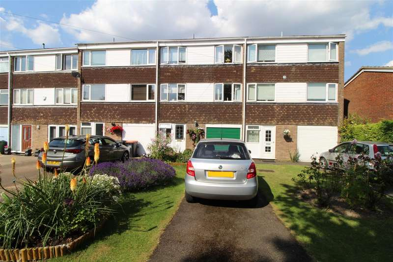 3 Bedrooms Town House for sale in Churchill Road, Dunstable