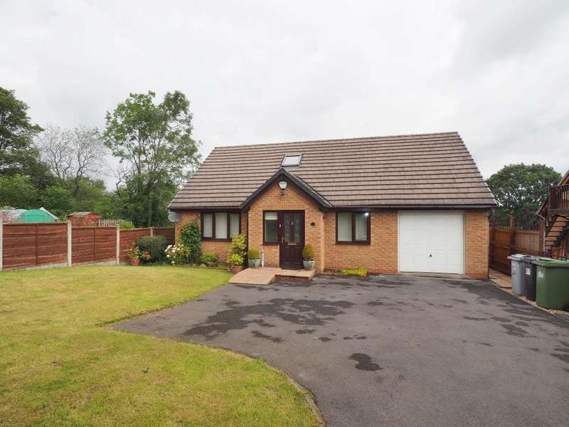 3 Bedrooms Detached Bungalow for sale in Peveril Gardens, Newtown, Disley, Stockport, SK12 2RG